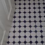 Nice floor tiles in the bathroom