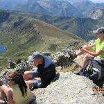 Turleder Cheri med gruppen på toppen af bjerget
