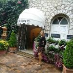 Piccola esposizione all'ingresso dei Fiori di Capri