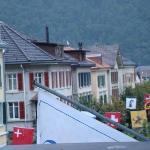uitzicht in de gezellige straat in het centrum van Meiringen