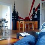 Chilling en el salón del hostel :)