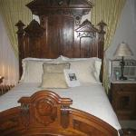 """Stunning Lincoln Room bed perfect for someone under 5'5"""" tall"""