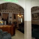 salon / bar