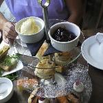 The cream tea ++