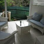 La terrasse avec le barbecue en arrière-plan - bungalow azur