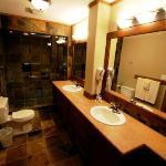 Towering Pines - Premium Unit - Bathroom