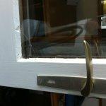 crepatura interna del vetro della porta del terrazzo della nostra camera
