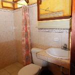 Badkamer met ruime douche