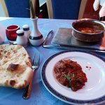 Lamb curry with naan