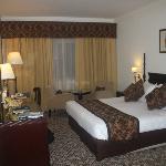 habitacion cama cortinas