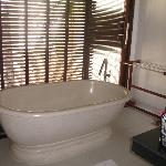 One bedroom villa with pool - bathroom