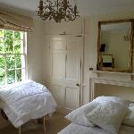 Lovely bedroom overlooking Abbey Green