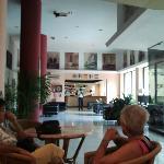 Hueco permanente  en el techo del lobby