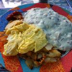 chipped beef with scrambled eggs and potatoes
