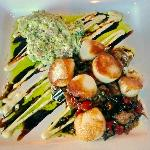 Perfect scallops + sauces and vegetables