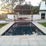 Pool, jacuzzi and braai area