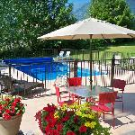 Pool, mountain and valley views...private and secluded