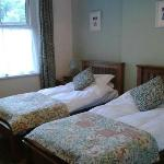 2 single beds room