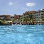 Une photo de la piscine
