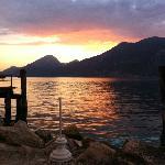 Ausblick auf den Gardasee vom Tisch aus