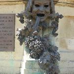 サー·ジョン·フォルスタッフと対のホップとバラで笑いを表現