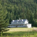 Country Inn adjoins National Forest