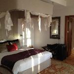 Chambre spacieuse, propre et décorée avec goût