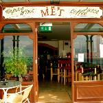 Welcome to The Met Wine bar