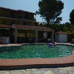 Pool & Bar/Breakfast area