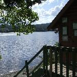 sauna rustique avec accès au lac pour se rafraichir