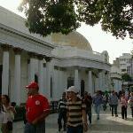 Caracas, su gente y su Capitolio