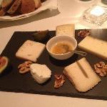 degustazione di formaggi locali