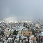 お部屋から大阪一望、雨上がりの虹が見えました。