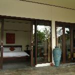 Une villa entièrement vitrée en façade