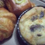 mini quiches and crossiants