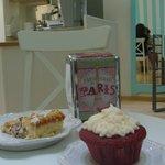 Tarta de frambuesa y almendra y cupcake