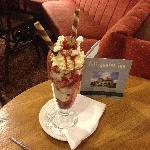 Fylingdales Inn Strawberry Sundae
