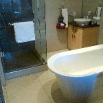 Ensuite to Main Bathroom