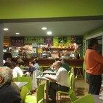 Photo de el Poke Corner Bar