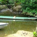 Foto da canoa na quel o passeio é feito.