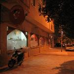 Extensa fachada en la Calle Castilla la Mancha (a escasos metros del parque del Bulevar).