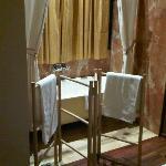 Bañera dentro de la habitación