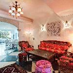 Lounge & Breakfast Area