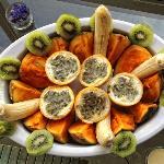 Colazione: frutto della passione, zapote, banana e kiwi