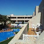 1 bedroom balcony overlooking pool