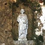 La statue de St Pierre au dessus de l'autel