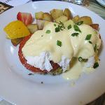 Crab Cake Benedict 17.00USD