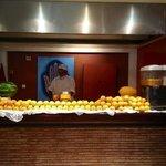 les jus d'orange du matin fait devant nous ;-) trop bon et frais