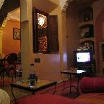 Fernsehraum mit Blick auf die Lobby/den Frühstücksbereich