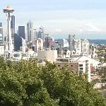 City bus takes you to within block of Kerry Park. Great view!